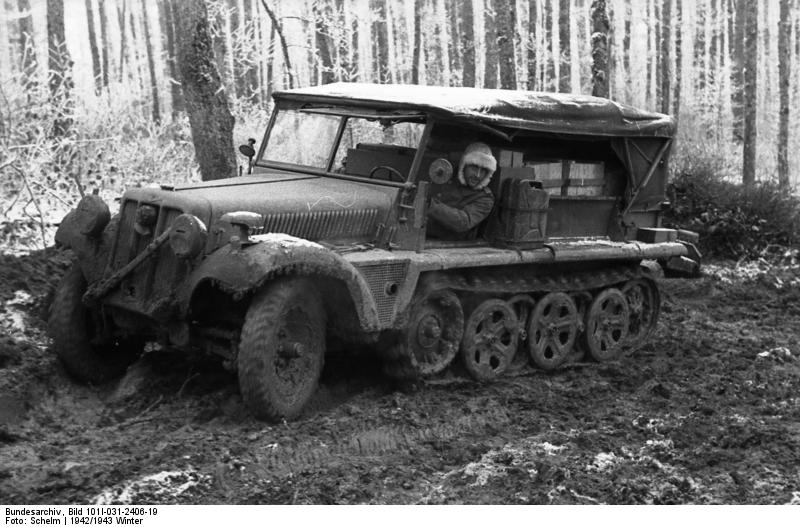 Bundesarchiv_Bild_101I-031-2406-19,_Russland,_Zugkraftwagen_im_Winter