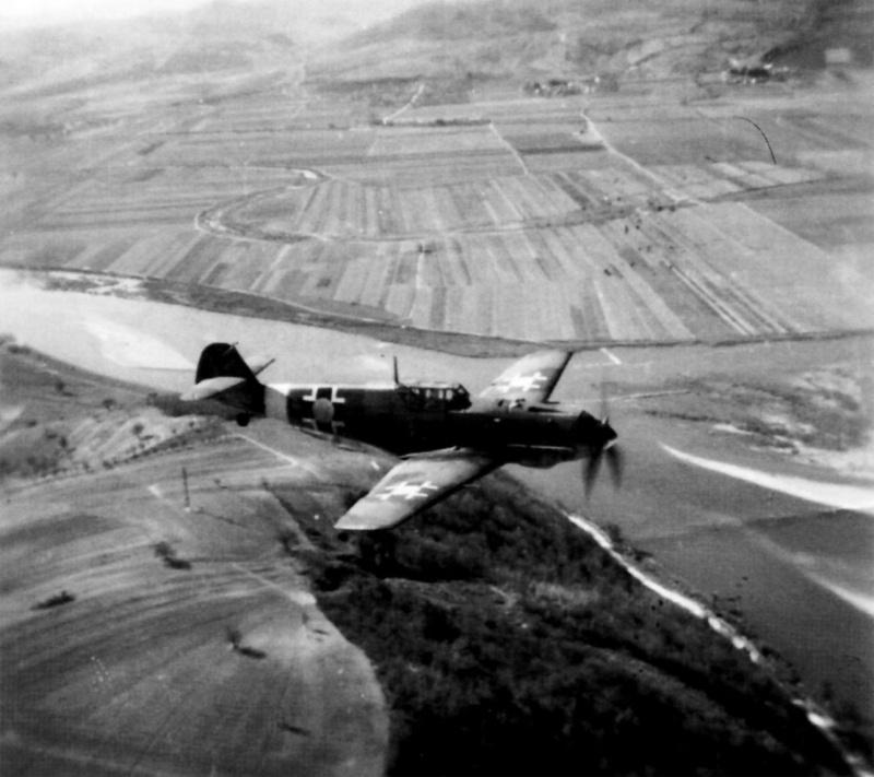 Словацкий истребитель Bf.109E в полете