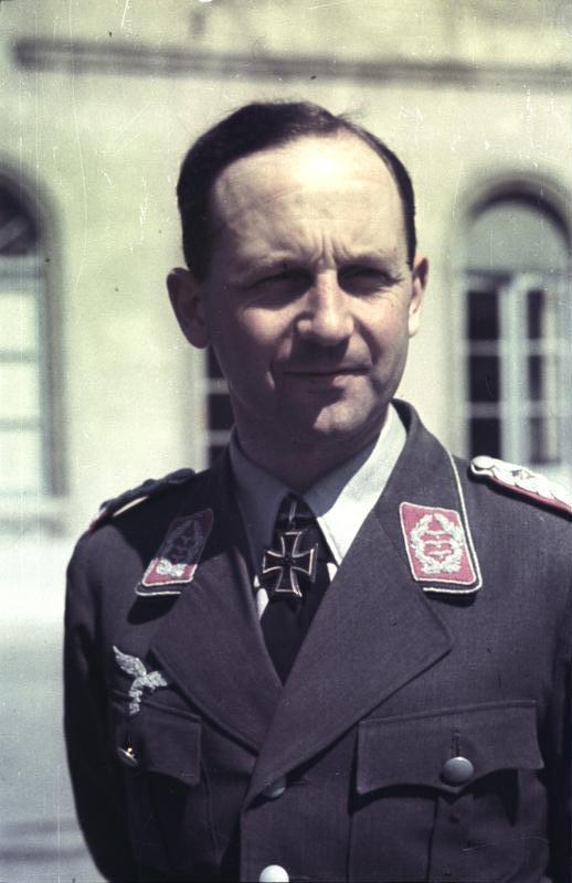 Bundesarchiv_Bild_146-1970-016-17,_Heinz_Trettner