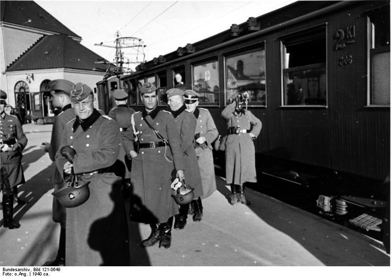 Bundesarchiv_Bild_121-0649,_Oslo,_Westbahnhof,_Ankunft_Polizeibattaillon_9