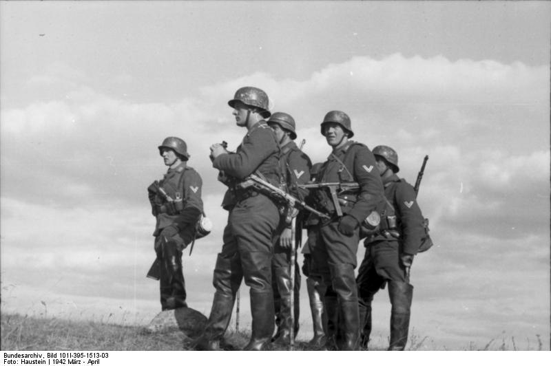 Bundesarchiv_Bild_101I-395-1513-03,_Russland,_Luftwaffensoldaten_mit_MP