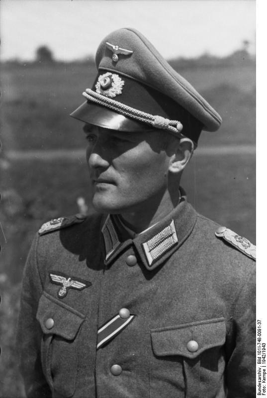 Bundesarchiv_Bild_101I-748-0091-37,_Russland,_Major_der_Division_Großdeutschland