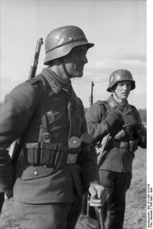 Bundesarchiv_Bild_101I-395-1513-05,_Russland,_Luftwaffensoldaten,_Obergefreite