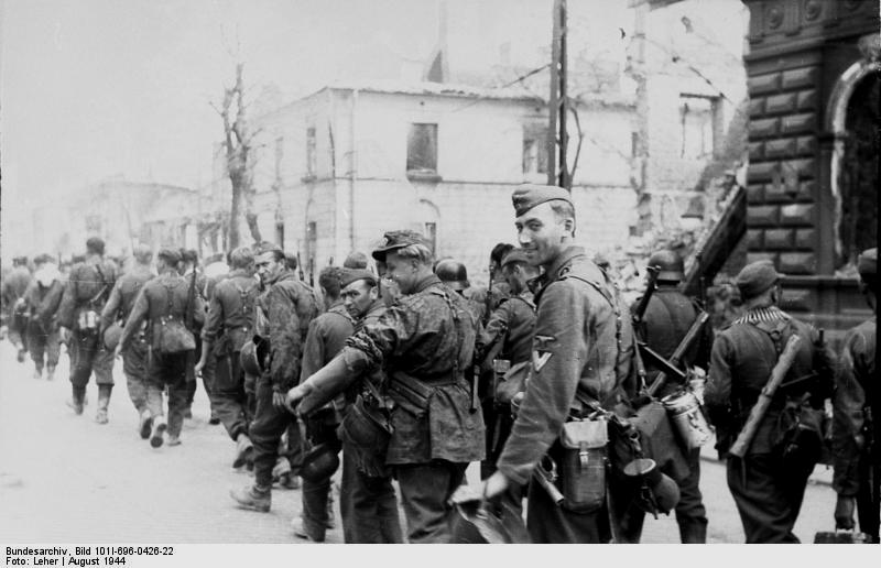 Bundesarchiv_Bild_101I-696-0426-22,_Warschauer_Aufstand,_Einmarsch_von_Waffen-SS