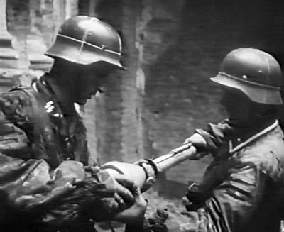 Солдаты из полка штурмовой бригады СС «Дирлевангер»