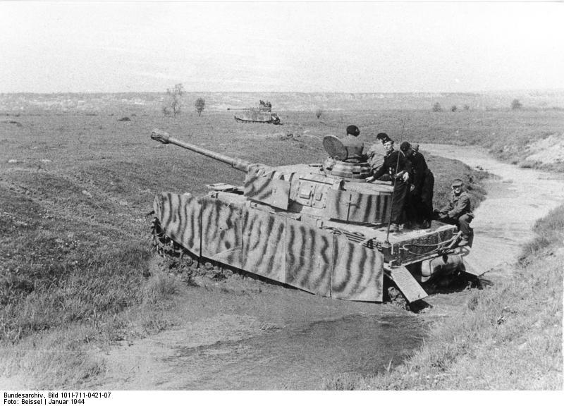 Bundesarchiv_Bild_101I-711-0421-07,_Russland,_Panzer_IV
