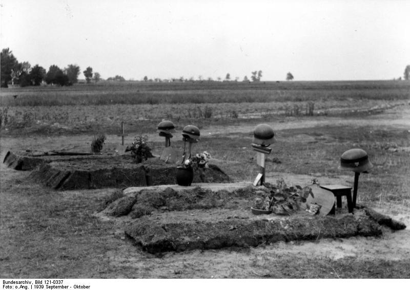 Bundesarchiv_Bild_121-0337,_Polen,_deutsche_Soldatengräber