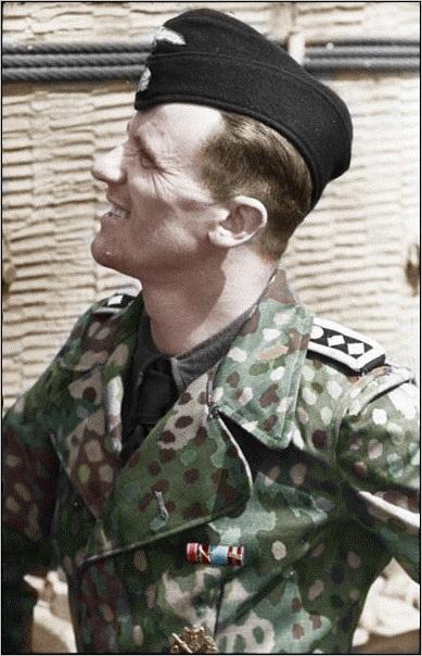 Nordfrankreich%2C_Panzersoldat_der_Waffen-SS
