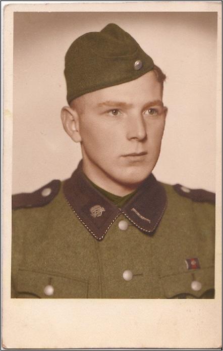 junger soldat der totenkopf verbande