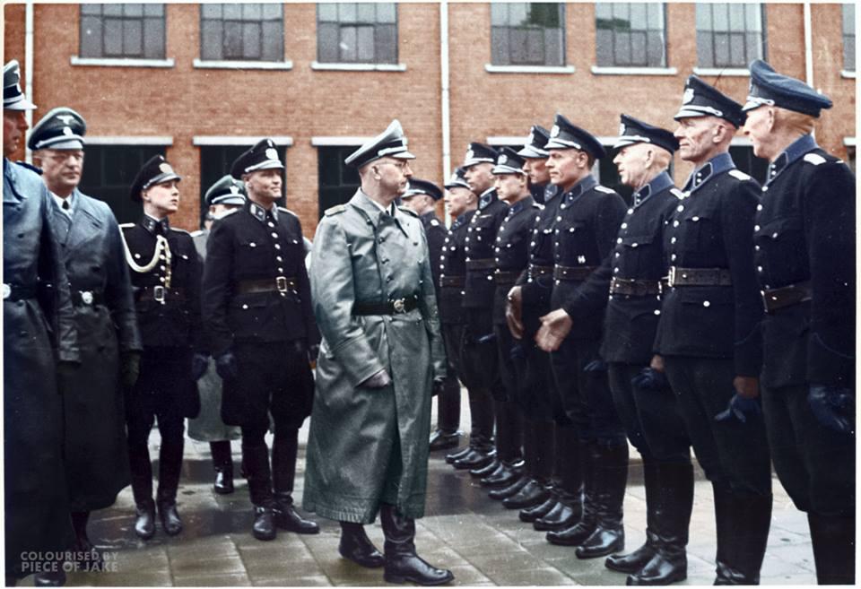 В Голландии и Бельгии во время войны.  ( 12 фото )