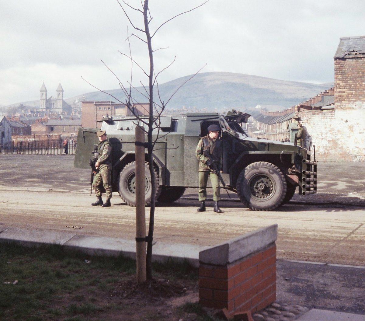 Etna-Waste.-Ardoyne.-Belfast-Gordon-Highlanders-On-a-Patrol-in-Belfast-19778-1200x1055.jpg