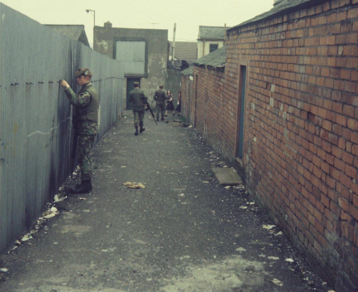 Gordon-Highlanders-on-Foot-Patrols-in-Bawnmore-Estate-Belfast-in-19778-1200x979.jpg