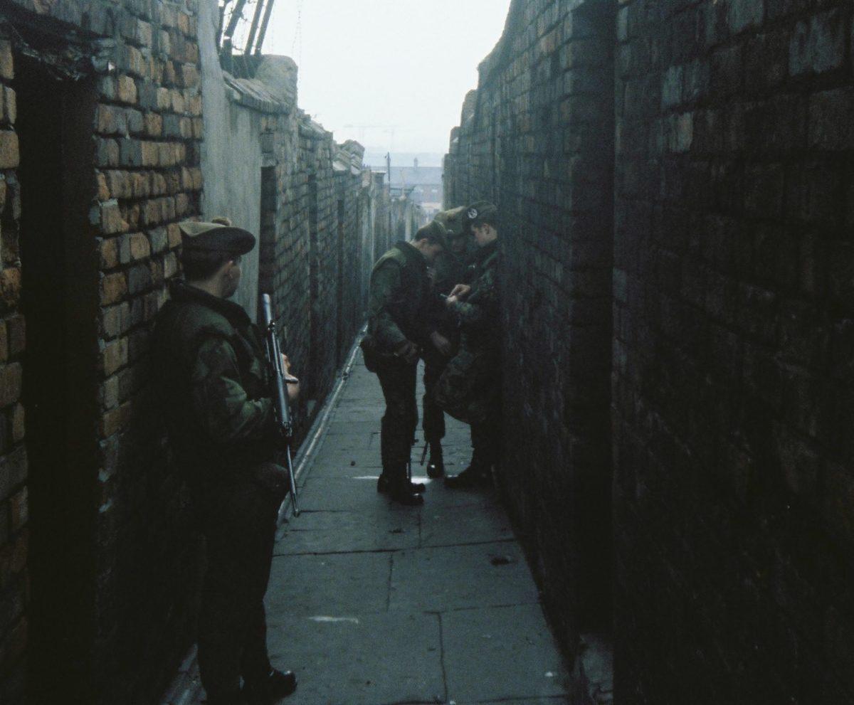Gordons-on-patroll-in-Belfast-19778-checking-the-Map-in-a-Back-Alley-in-Belfast.-1200x991.jpg