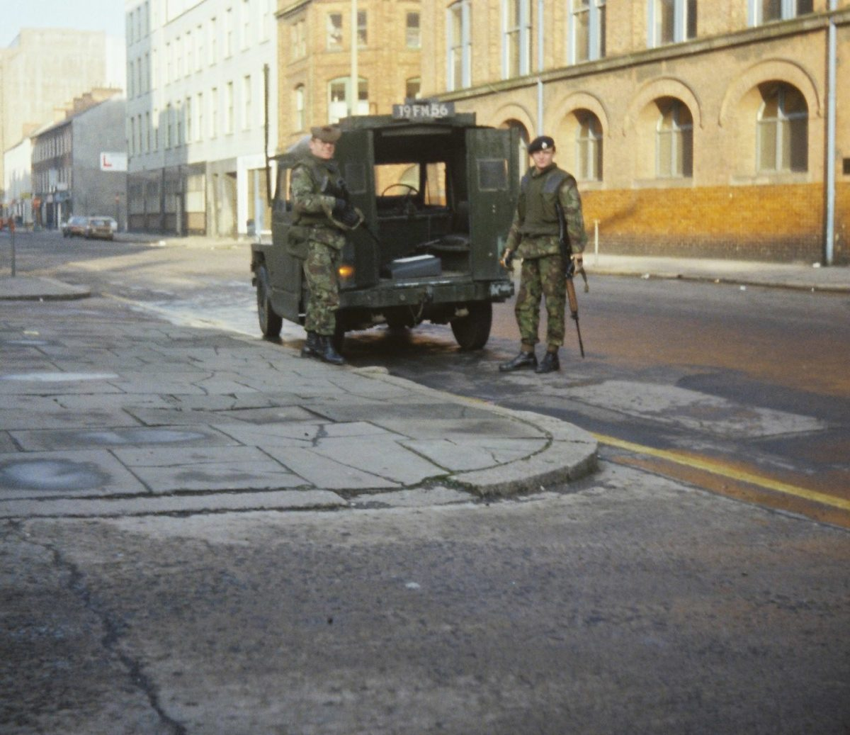 the-Gordons-on-Patrol-in-Linenhall-Street-Belfast-19778-1200x1037.jpg