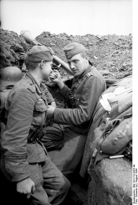 Bundesarchiv_Bild_101I-712-0475-40,_Soldaten_der_Division_Großdeutschland.jpg