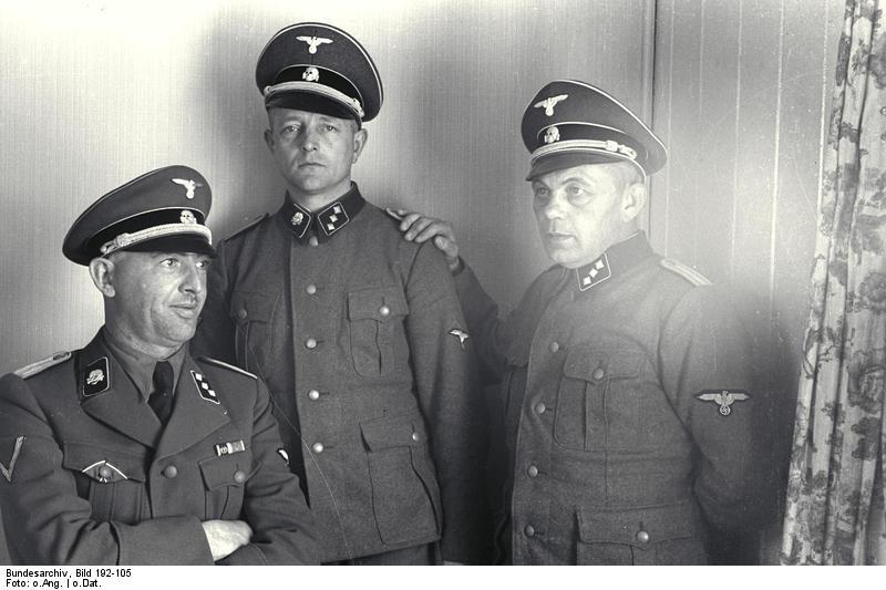 Bundesarchiv_Bild_192-105,_KZ_Mauthausen,_unbekannte_SS-Männer.jpg