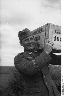 220px-Bundesarchiv_Bild_101I-748-0090-24A,_Russland,_Truppenversorgung.jpg
