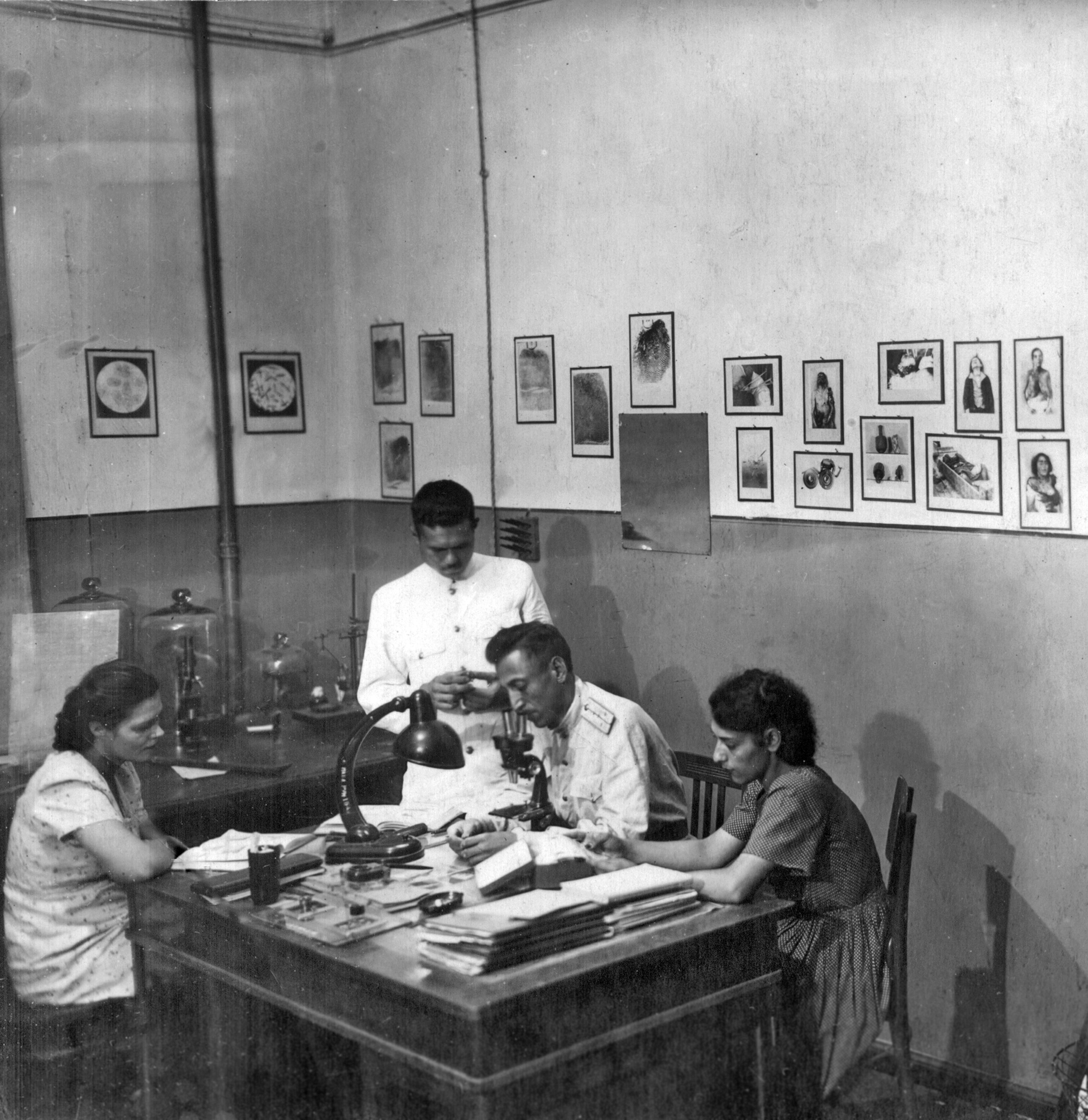 ditkuryabov-i-starchakov-s-praktikantami-1943_1.jpg