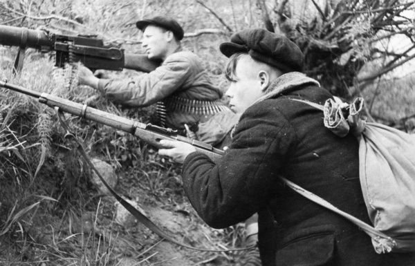 world-war-2-russian-partisans-leningrad-region-9635737.jpg