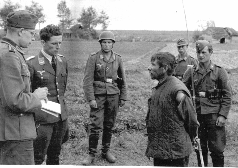 Interrogation_sovjet_partisan_1942.jpg