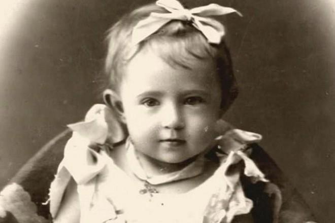 """Как маленькая Шейндля Соломониар (Софья Блювштейн) стала """"Сонькой - золотой ручкой""""."""