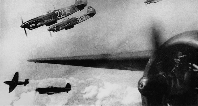 """Как """"власовцы"""" помогали бежать нашим пленным летчикам и бежали сами."""
