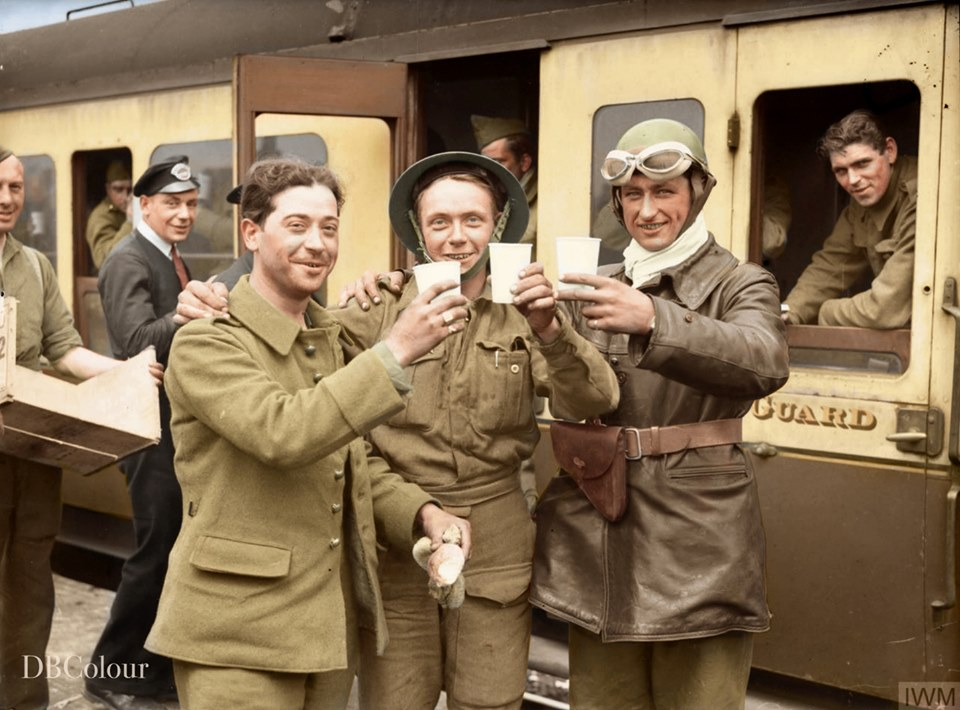 Поездка во Францию, разгром и эвакуация 1940 в цвете. (18 фото)