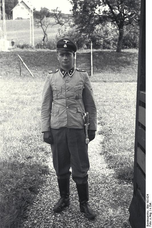 Bundesarchiv_Bild_192-024,_KZ_Mauthausen,_SS-Mann.jpg