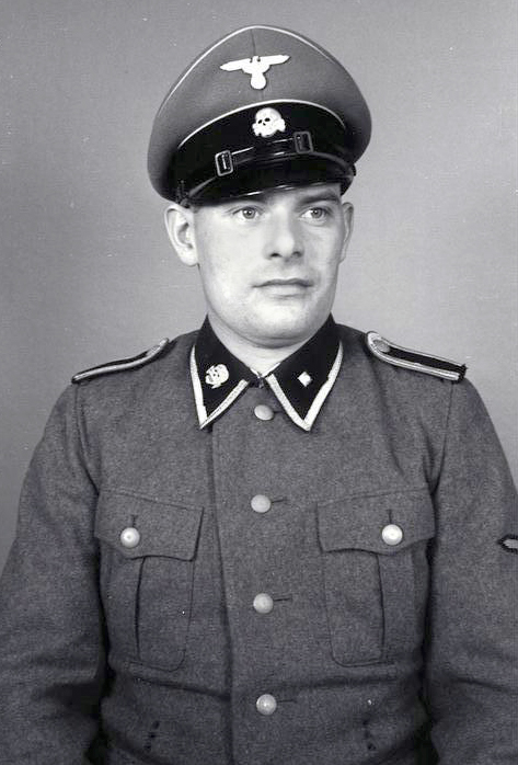 Bundesarchiv_Bild_192-034,_KZ_Mauthausen,_SS-Unterscharführer.jpg