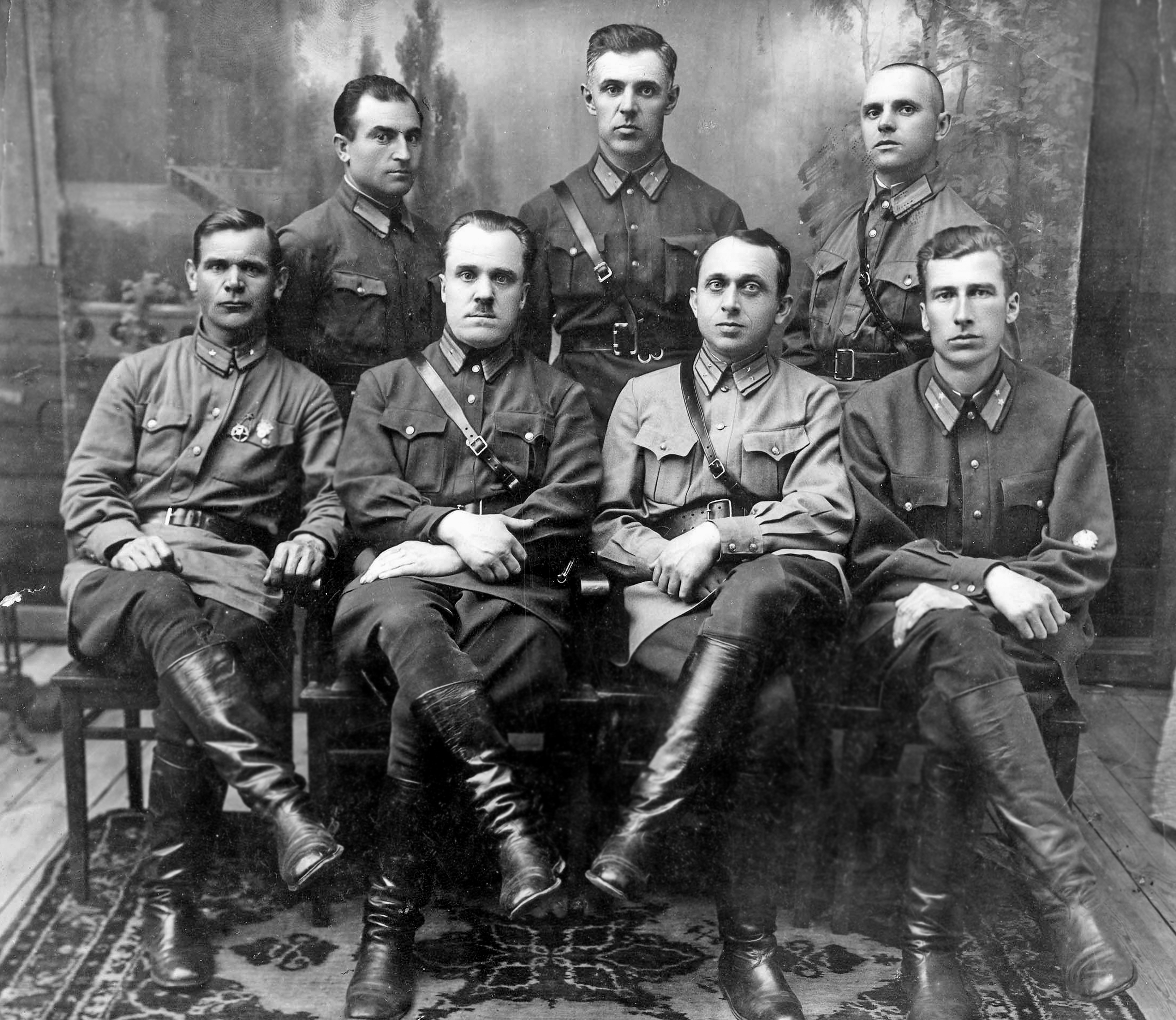 nekrasov-ia-1-ryad-2jj-sleva-nach-k-gor-uprav-milicii-sergiev-posad-1937-god.jpg