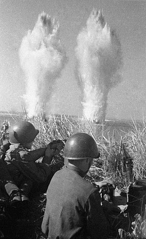 300px-RIAN_archive_60680_Sappers_during_the_1941-1945_Great_Patriotic_War.jpg