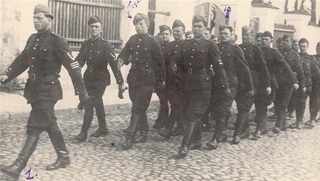 115_Bataillon_Schutzmannschaft_on_march.jpg