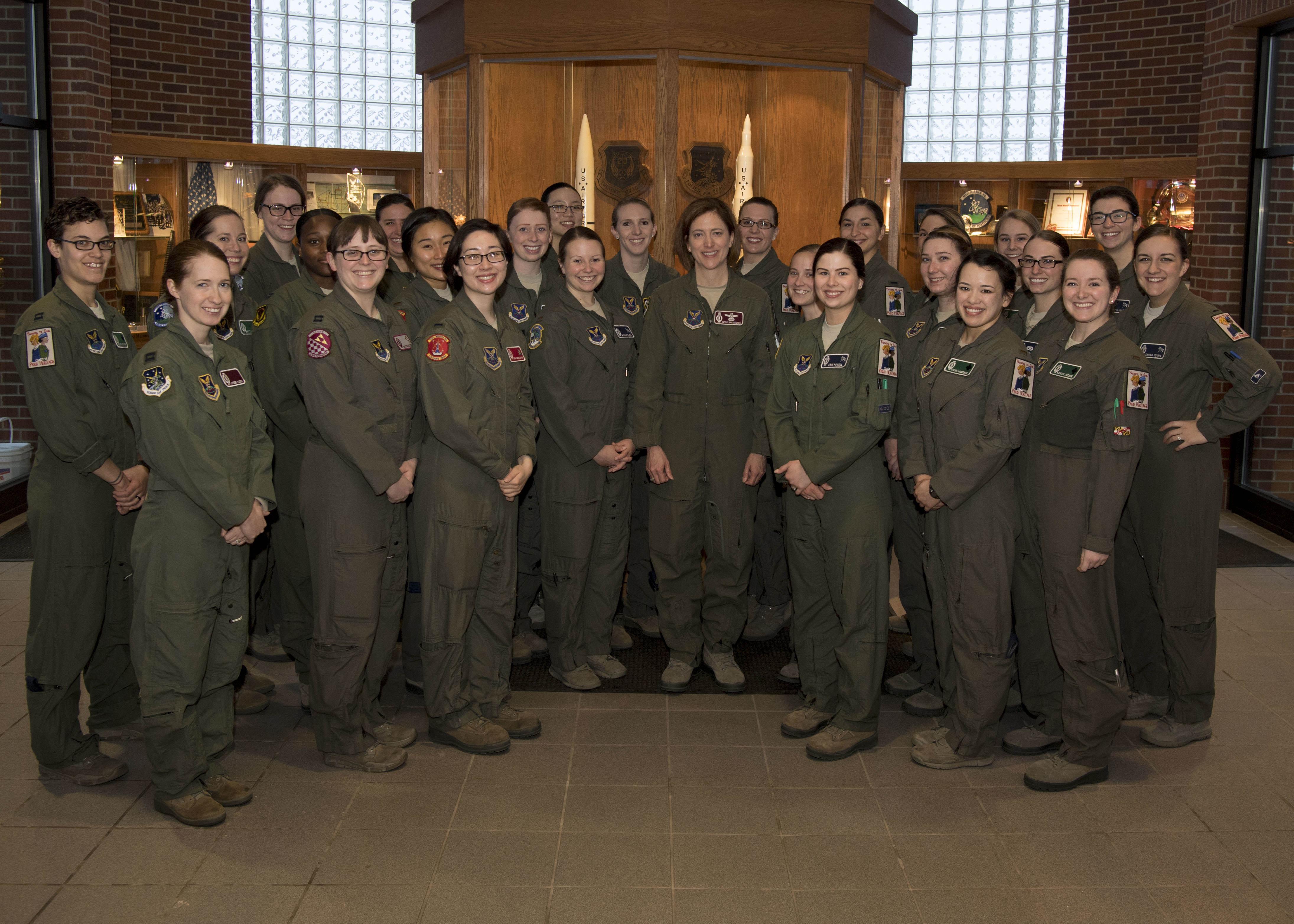 Женская армия. ( 55 фото ) 2grBiFD.jpg