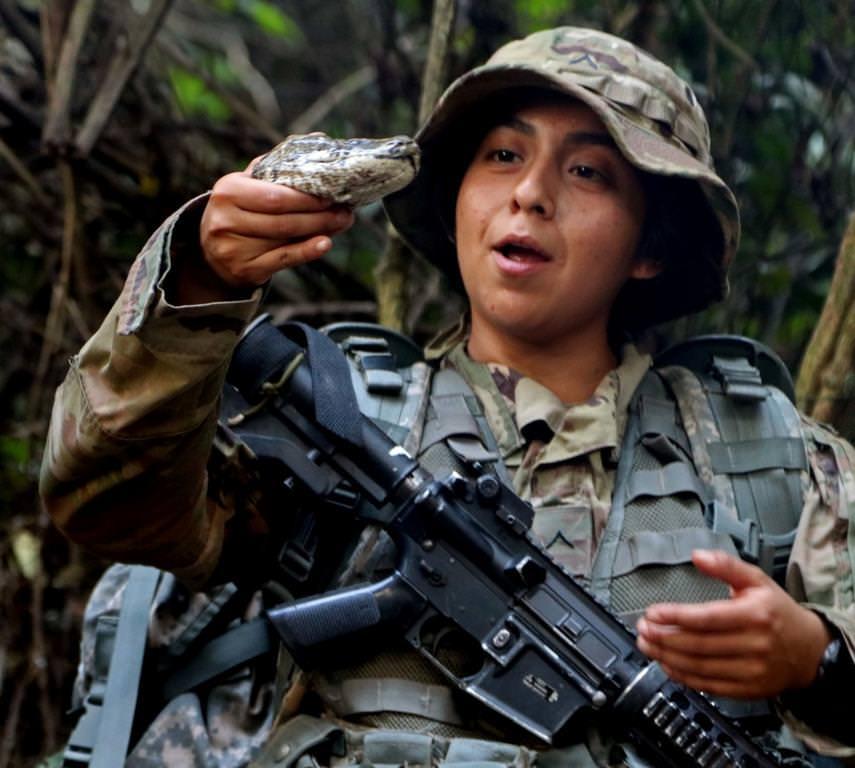 Женская армия. ( 55 фото ) 5vs0GHV.jpg