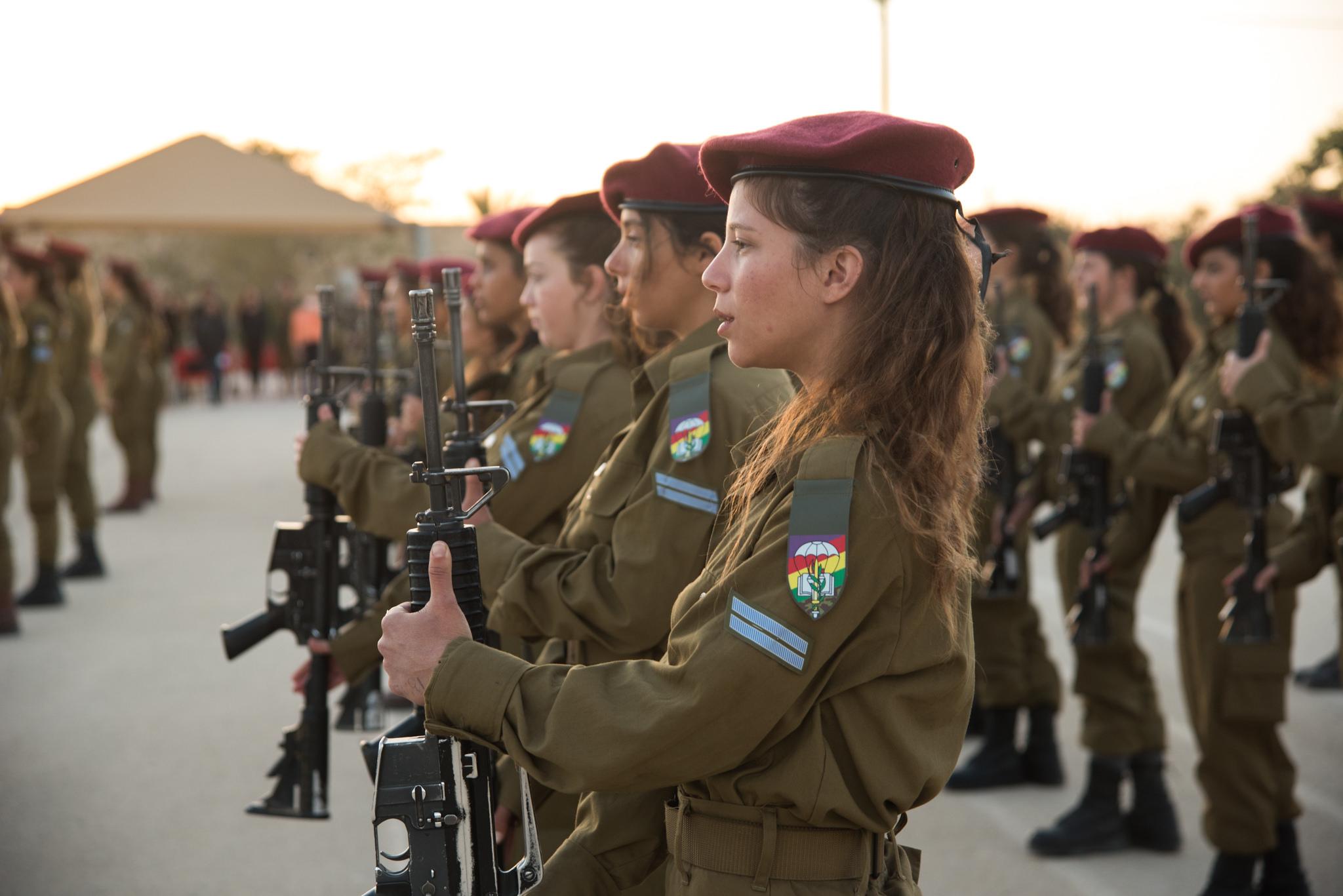Женская армия. ( 55 фото ) 39728536682_70a0fefb3c_k.jpg