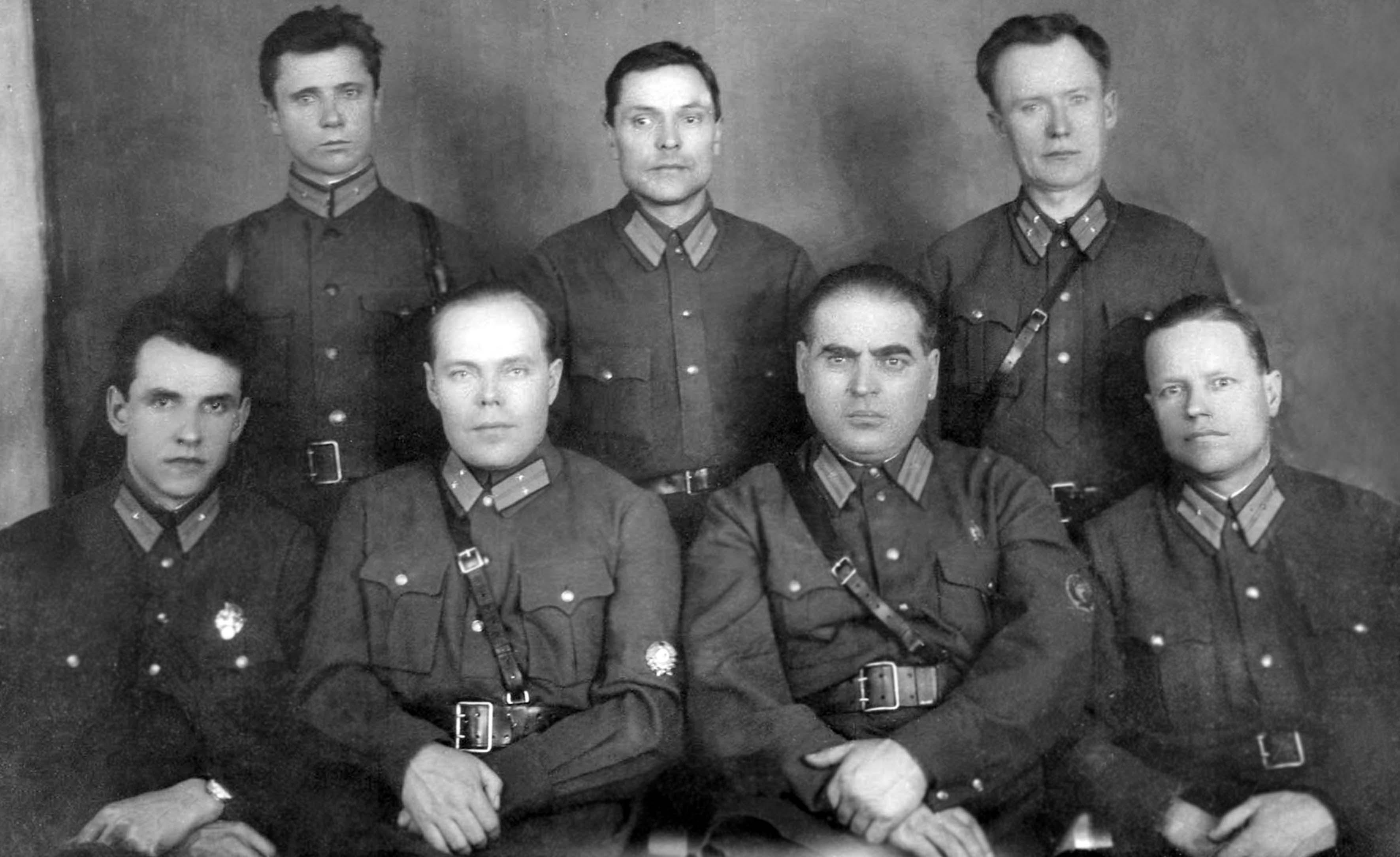 rabotniki-stalingradskogo-gorotdela-milicii-1938-god.jpg