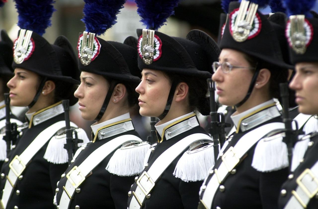 donne_divisa_carabinieri.jpg
