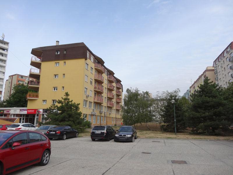 Типичный дворик на окраине Братиславы.