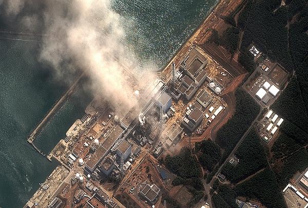 1300353612_japan_earthquaketsu_fukushima_daiichiov_march14_2011_dg