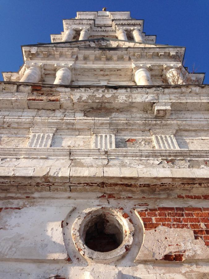 Затопленная колокольня в Калязине