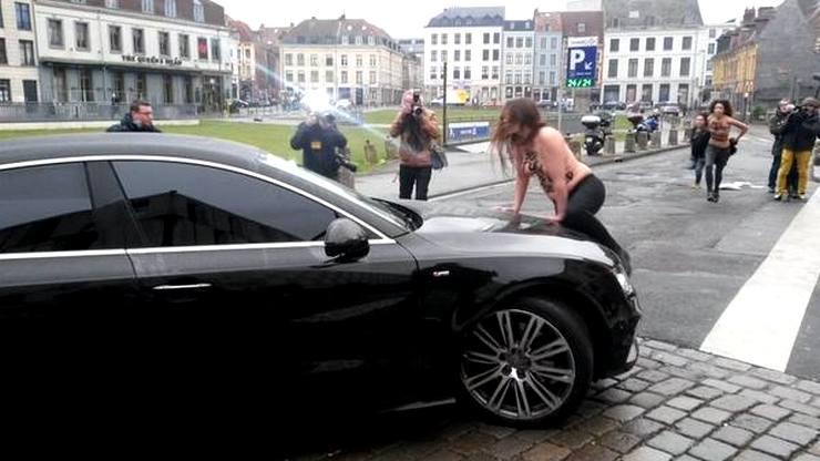 нападение фемен на автомобиль Стросс-Кана