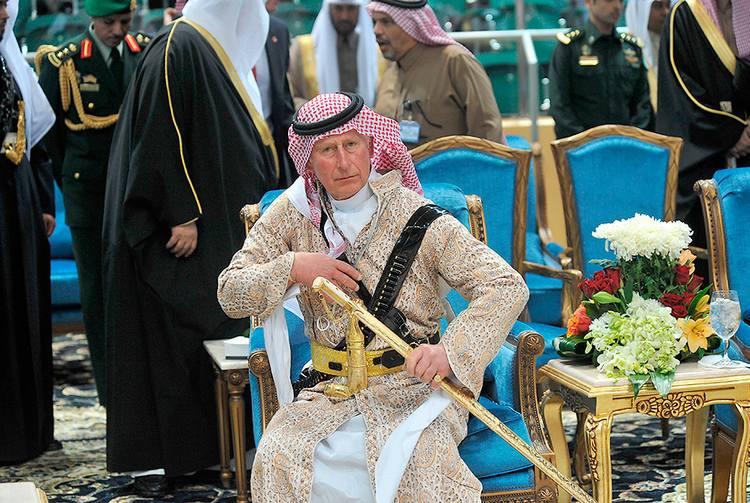 Британский принц Чарльз в традиционной одежде Саудовской Аравии на фестивале культуры «Джанадрия»