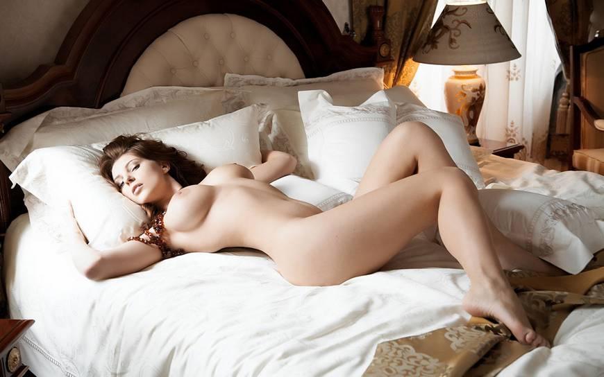 Фото голые в постели