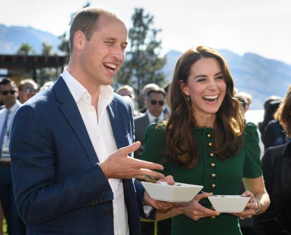 Prince-William-Kate-Middleton-Laughing-Tour-2016 (1)