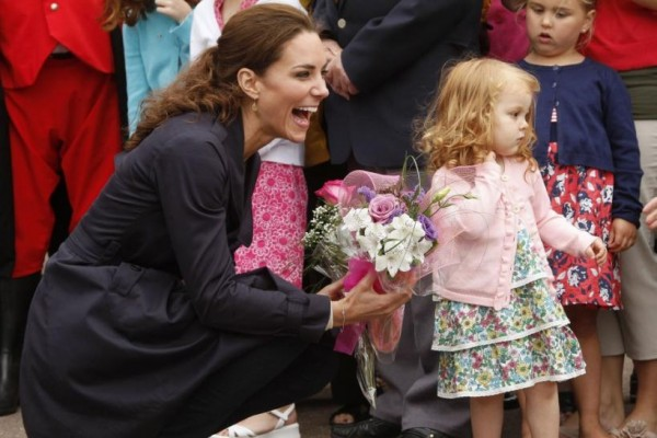 139097-kate-middleton-laughs-after-receiving-flowers-from-alexa-currie-during