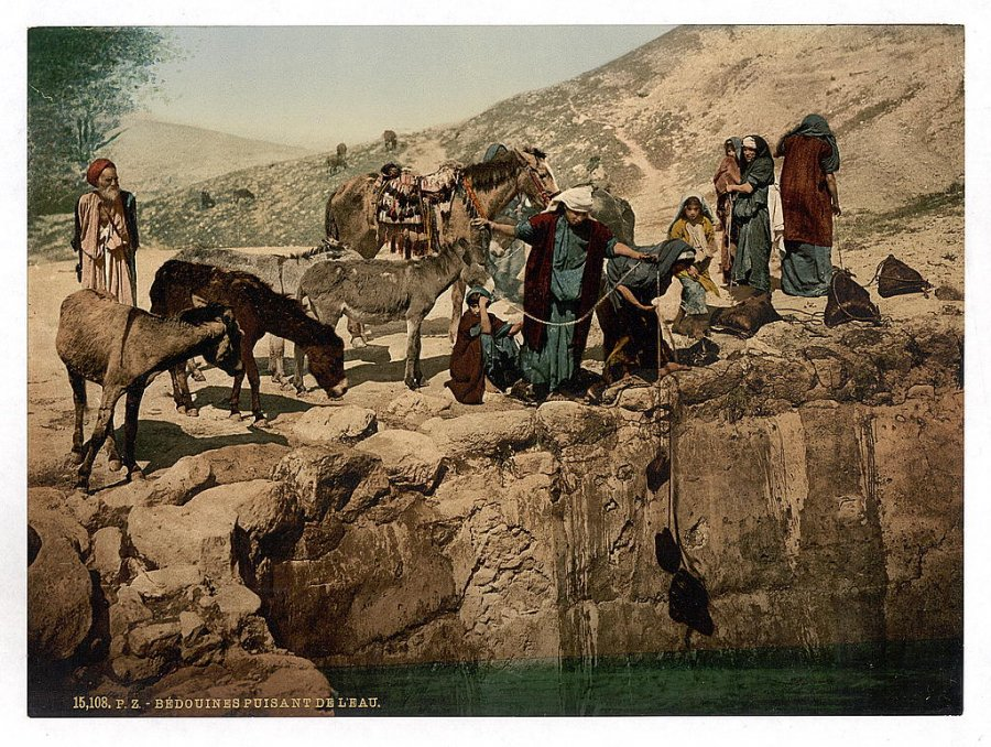 bedouins-drawing-water