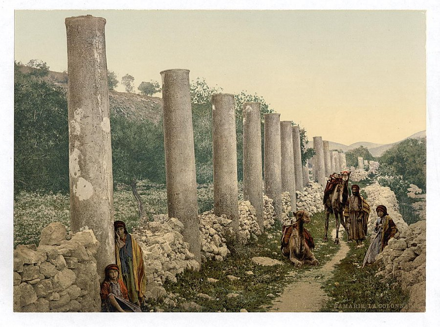 ruins-of-an-ancient-colonnade-in-samaria