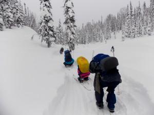 Лёгкий рюкзак позволял снимать/надевать лыжи, не ощущая тяжести