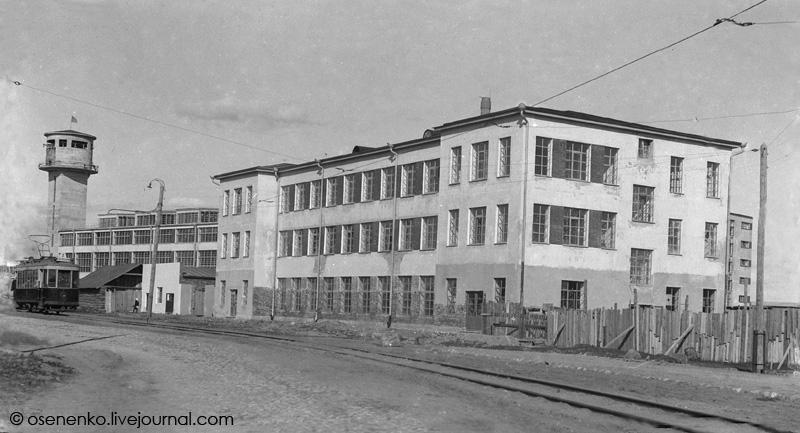 Здание, в котором размещались клуб, столовая и контора фабрики «КИМ» в Витебске.  Фото 1931 г.