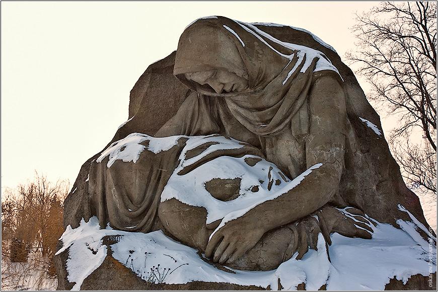 Картинка мать плачет